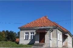 Budynek-pierwotnej-szkoly-obecnie-dom-parafialny-z-1860-roku