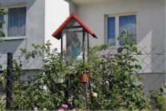 Kapliczka-Matki-Bozej-z-Dzieciatkiem-kapliczka-ogrodowa