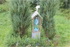 Kapliczka-Matki-Bozej-z-Dzieciatkiem